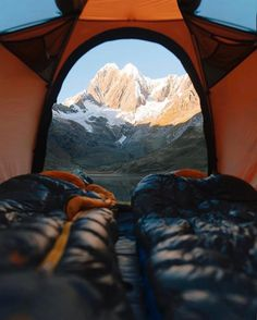 Incredible view to wake up to #Repost @campeveryday  By: @alexstrohl #campeveryday #camping #hiking #tent #campground #campsite #outdoor #outdoors #outdoorlife #nature #naturelover #natureaddict #naturelovers #nature_seekers #sleepingbag #view #mountains #mountainview #campinglife #survivalist