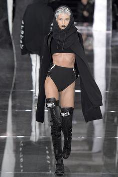 NYFW 2016 Highlight: Fenty Puma by Rihanna. Fenty Puma by Rihanna launched their new collection this Friday, take a peak. Image Fashion, Trend Fashion, Fashion Week, New York Fashion, Runway Fashion, High Fashion, Fashion Show, Fashion Outfits, Womens Fashion