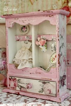 7 Mind Blowing Useful Tips: Shabby Chic Bedroom Vintage shabby chic porch decor…. 7 Mind Blowing Useful Tips: Shabby Chic Camas Shabby Chic, Shabby Chic Veranda, Shabby Chic Tapete, Cottage Shabby Chic, Shabby Chic Porch, Shabby Chic Vintage, Shabby Chic Living Room, Shabby Chic Interiors, Shabby Chic Bedrooms