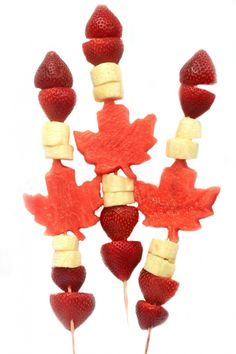 Celebrate Canada Day with this fun and healthy patriotic Canada Day Fruit Kabobs. They are super easy to put together and everyone will love eating them. A perfect addition to your Canada Day celebrations! Maple Leaf Cookies, Canada Day Fireworks, Canada Day Crafts, Jello Recipes, Group Recipes, Yummy Recipes, Canada Day Party, Fruit Creations, Cake Templates