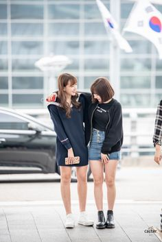 GFriend - Eunha and Yerin Kpop Fashion, Love Fashion, Korean Fashion, Airport Fashion, South Korean Girls, Korean Girl Groups, Asian Style, Korean Style, G Friend