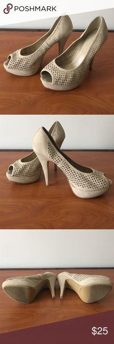 Size 9 Apt.9 peep toe heels Worn Beige Size 9 APT9 Peep toed heels. Very comfortable. Great spring shoe. Slight tear in the front part of right shoe. Apt. 9 Shoes Heels