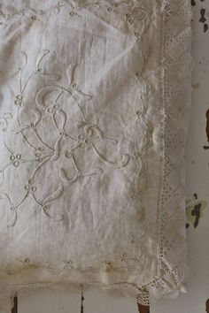 I'm just dying to get my hands on this piece of lace and try to clean it. Embroidery Monogram, White Embroidery, Vintage Tablecloths, Denim And Lace, Linens And Lace, Lace Making, Shabby Chic Style, Christmas Colors, Soft Furnishings