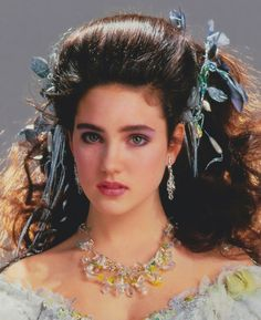1986 - Jennifer Connelly as Sarah in Labyrinth film. Labyrinth Film, David Bowie Labyrinth, Sarah Labyrinth, Labyrinth Tattoo, Jennifer Connelly Labyrinth, Jennifer Connelly Young, Labrynth, Goblin King, Cult