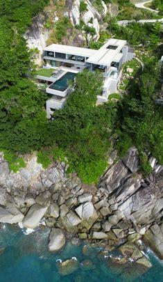 Je continue mes visions d'une villa à flanc de falaise. Je doute qu'il y'a beaucoup de maisons que puissent surpasser cette maison grande.
