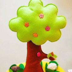 Nossa árvore é assim ! Linda e feita à mão! Detalhes #petitcomitte #sustentabilidade #festinha #mamaefesteira #festadecriança by petitcomitte http://ift.tt/1shZNLb