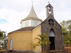 Située à Saint-Gilles-Les-Hauts, la petite chapelle a été construite en 1841 par Ombeline Gonneau, veuve Desbassayns pour évangéliser les esclaves.
