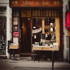l'odeur du book- one of the first book stores in paris... Amazing in person