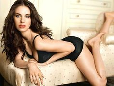 30 Fantastically Hot Alison Brie Pictures