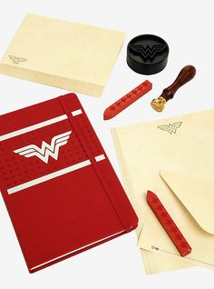 DC Comics Wonder Woman Deluxe Stationery Set,