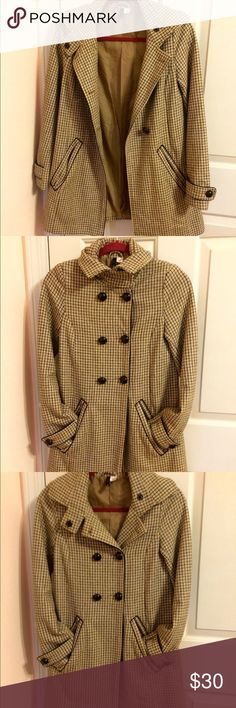 H&M Plaid Coat Size 2 H&M Tan, Brown and Black Plaid Coat. 4 buttons down the front with snap button at the collar. Black piping around 2 working pockets and sleeves. Like new. Still has 2 extra matching buttons. H&M Jackets & Coats