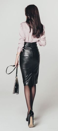 "loverofgorgeous: "" From: Lover Of Gorgeous "" 🖤💙 Sexy leather 💯 Skirt Outfits, Sexy Outfits, Cool Outfits, Casual Outfits, Love Fashion, Autumn Fashion, Looks Style, My Style, Leder Outfits"