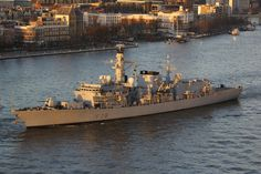 Vertrek 26 november 2015 om 16.00 uur vanaf de Holland Amerikakade  te Rotterdamde Engelse HMS 'Kent' (F78) richting zee  http://koopvaardij.blogspot.nl/2015/11/vertrek_26.html