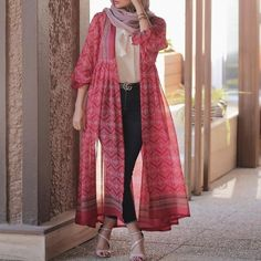 Pakistani Fashion Casual, Iranian Women Fashion, Modern Hijab Fashion, Pakistani Dresses Casual, Street Hijab Fashion, Tokyo Street Fashion, Hijab Fashion Inspiration, Pakistani Dress Design, Abaya Fashion