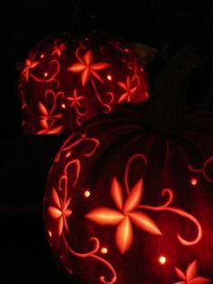 pompoen uithollen Fall Pumpkins, Halloween Pumpkins, Fall Halloween, Zombie Pumpkins, Carved Pumpkins, Halloween Snacks, Halloween Crafts, Halloween Decorations, Pumkin Carving