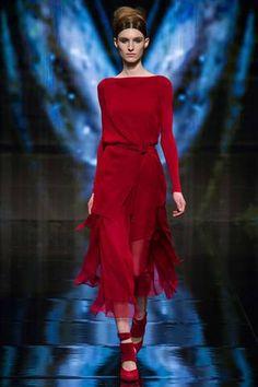 e51324c0785fb Donna Karan -- Fall 2014 Red Fashion, Runway Fashion, Fashion Show, Autumn
