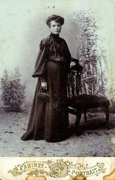 Полина Герасимовна Черкасова (урожденная Борисова дворянского рода), москвичка, в молодости до замужества в конце XIX века