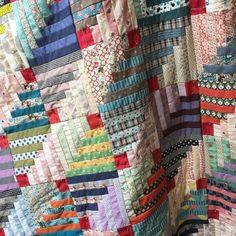 Braid made with half log cabin blocks. Patchwork Quilt, Scrappy Quilts, Baby Quilts, Antique Quilts, Vintage Quilts, Couettes Amish, Log Cabin Quilts, Log Cabins, Nancy Zieman