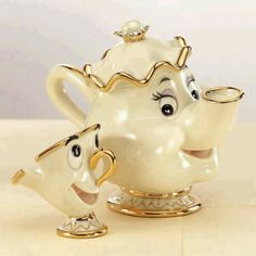 Among the most memorable tea cups and tea pots in any movie, don't you think? :)
