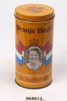 "Een oranje herdenkingsblik ter ere van de kroning van Beatrix, ""Oranje Hagel"". ik heb hem nog steeds. Amsterdam Holland, Visit Amsterdam, My Childhood Memories, Sweet Memories, Typical Dutch Food, Going Dutch, Good Old Times, Dutch Recipes, Vintage Tins"