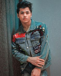 Siddharth Nigam New HD Wallpapers & High-definition images Handsome Celebrities, Teen Celebrities, Handsome Actors, Cute Actors, Celebs, Stylish Photo Pose, Stylish Girls Photos, Girl Photos, Cute Boy Photo