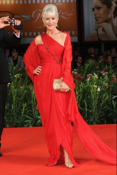 Few have been so consistently stylish than British actress Helen Mirren. The Dame pushes sartorial boundaries and shows her personality with each look. Here, we show you more than 40 examples. Helen Mirren, Celebrity Red Carpet, Celebrity Style, Dame Helen, Advanced Style, Sexy, Aging Gracefully, Fashion Over 50, Maxi Dresses