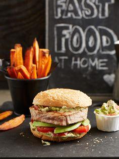 Avocado-Thunfisch-Burger mit Süßkartoffel-Pommes-Frites und…