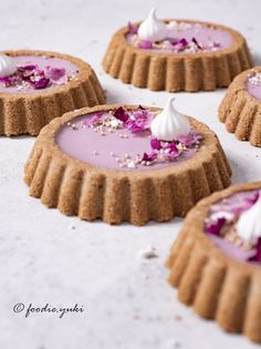 Açai berry and rose tartlets – foodie. Fancy Desserts, Delicious Desserts, Yummy Food, Tart Recipes, Sweet Recipes, Dessert Recipes, Cupcakes, Sweet Tarts, Cafe Food