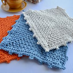 Free dishcloth pattern: La Lavette pattern by Hatty Nady for Mère et Fille Tricots Crochet, Blanket, Pattern, Free, Knits, Blankets, Knit Crochet, Crocheting, Model