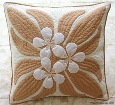 ☆ Super fine fabric ☆ handmade Hawaiian quilt Cushion cover Kit (in colors for my front room sofa) Hawaiian Quilt Patterns, Hawaiian Quilts, Quilting Projects, Quilting Designs, Quilt Design, Sewing Pillows, How To Make Pillows, Quilted Pillow, Applique Quilts