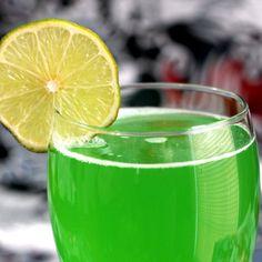 Green Demon drink recipe with Midori, vodka, rum and lemonade. Green Alcoholic Drinks, Green Cocktails, Easter Cocktails, Vodka Drinks, Fruit Drinks, Wine Drinks, Beverages, Rum And Lemonade, Lemonade Cocktail