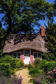 Tiny cottage with an unusual roofline, photo by Harold Begun