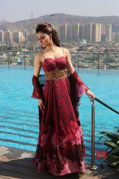 Mumbai: Urvashi Rautela during photoshoot for a magazine - Social News XYZ Beautiful Bollywood Actress, Most Beautiful Indian Actress, Hot Actresses, Indian Actresses, Beautiful Girl Photo, Beautiful Life, Beautiful Women, Fashion Tips For Women, Fashion Ideas