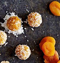 Apricot Coconut Balls- Aprikosen-Kokos-Balls Our popular recipe for apricot coconut balls and over more free recipes on LECKER. Healthy Desserts, Raw Food Recipes, Healthy Recipes, Free Recipes, A Food, Food And Drink, Roh Vegan, Coconut Balls, Flax Seed Recipes