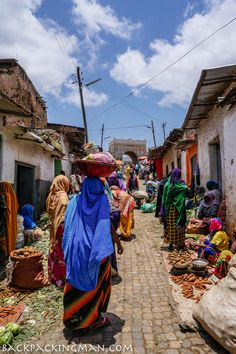 Harar Ethiopia I Africa I Colors I Hard Working Woman I Market I Fruit I Vegetables I Meat I Fish I