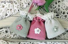 Marvelous Crochet A Shell Stitch Purse Bag Ideas. Wonderful Crochet A Shell Stitch Purse Bag Ideas. Crochet Sachet, Crochet Pouch, Crochet Motifs, Crochet Gifts, Crochet Patterns, Love Crochet, Beautiful Crochet, Diy Crochet, Crochet Handbags