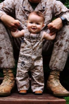 Aww cute little baby girl and her daddy! Usmc Love, Marine Love, Military Love, Military Spouse, Military Baby Pictures, Military Pregnancy, Military Relationships, Military Families, Cute Kids