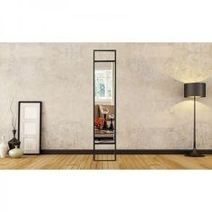 Miroir métal noir filaire Long miroir en métal noir, à poser au sol ou à fixer au mur. Disponible sur notre site www.cosygallery.fr