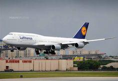 Lufthansa B748..
