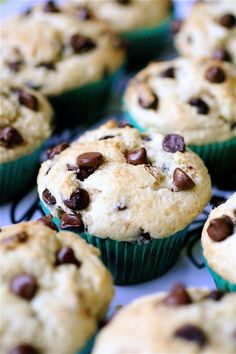 Extra moist, buttery, and brimming with chocolate: Chocolate Chip Sour Cream Muffins. i want muffins Just Desserts, Delicious Desserts, Dessert Recipes, Yummy Food, Recipes Dinner, Dinner Ideas, Snack Recipes, Sour Cream Muffins, Little Muffins