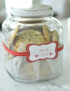 Homemade Cookies in a Gift Jar. I make cookies for the neighbors for the holidays! Homemade Cookies, Yummy Cookies, Homemade Gifts, Kilner Jars, Candle Jars, Mason Jars, Jar Gifts, Food Gifts, Gift Jars