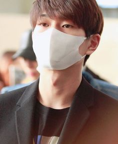 Shinee - Onew/Jinki / even if he's wearing a mask, you would recognize his eyes in a million