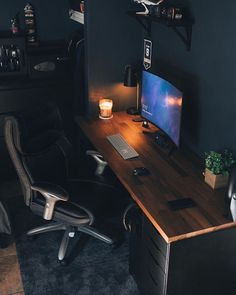 We've compiled the best office desk setup ideas, ergonomic desk setups, and gaming setup for you, featuring the best ergonomic chairs! All images were sourced. Home Office Setup, Home Office Space, Home Office Design, Small Office, Office Office, Lawyer Office, Office Nook, Office Workspace, Office Ideas