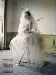 Vouge, woah, make weird veil crown thing