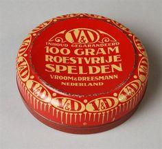"Rond speldenblik, rood-wit, ""V&D, roestvrije spelden"" (1900-1950). Museum Rotterdam"