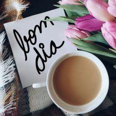 frases de bom dia com imagens de xícara de café