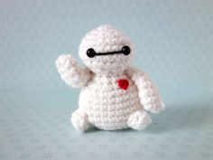 The artist hides mini crochet figures that people can find at Comic-Con «TwistedSi … - Super Hero Amigurumi Baymax, Diy Crochet, Crochet Toys, Crochet Ideas, San Diego, Bear Doll, Rainbow Loom, Crochet Animals, Crochet Projects