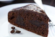 Hoy te mostraté cómo hacer la receta de torta negra del diablo. Hay una comida a la que nadie puede negarse, abre el apetito de todos y nos hace felices sabe