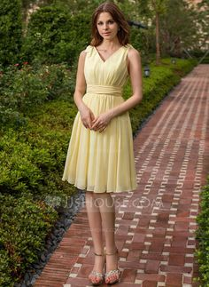 A-Line/Princess V-neck Knee-Length Chiffon Bridesmaid Dress With Ruffle Bow(s) (007027162) $77.49