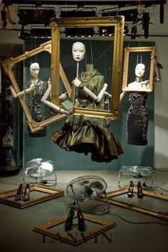 Visual merchandising with frames! This image very well depicts the art that comes along with visual merchandising. From the masks to the fans, the designer of this thought of a very unique way to display the garments Fashion Window Display, Fashion Displays, Store Window Displays, Retail Displays, Display Windows, Design Set, Window Display Design, Store Design, Visual Merchandising Displays